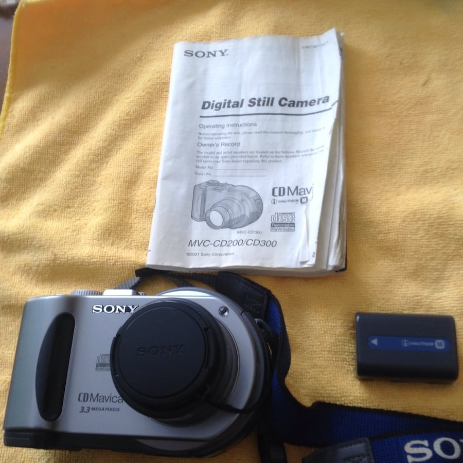 Sony Mavica 3.3 megapixel Digital Camera with many accesories.  $100