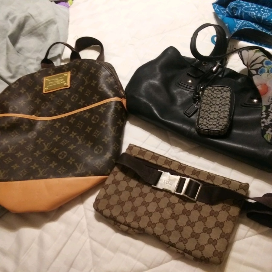 Photo Louis Vuitton back pack coach purse coach mini for cell phone gucci