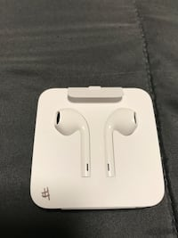 (wired) EarPods with 3.5mm Headphone Plug Toronto, M1V 1C2