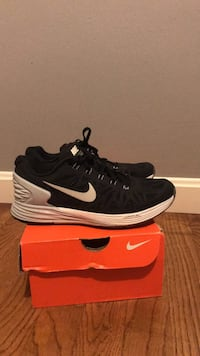 pair of black-and-white Nike running shoes Woodbridge, 22193