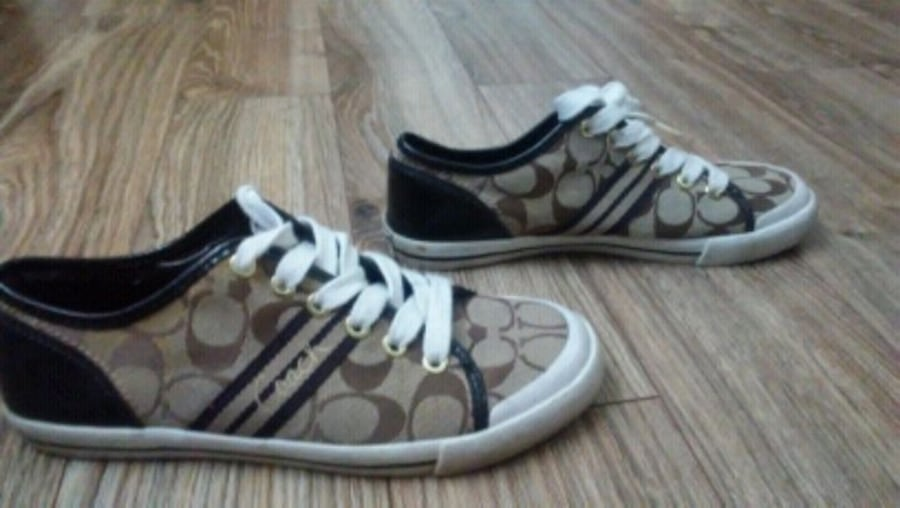 Newer Women's Coach shoes size 6 7c910d07-41d1-42ae-ac5a-99ab998849be