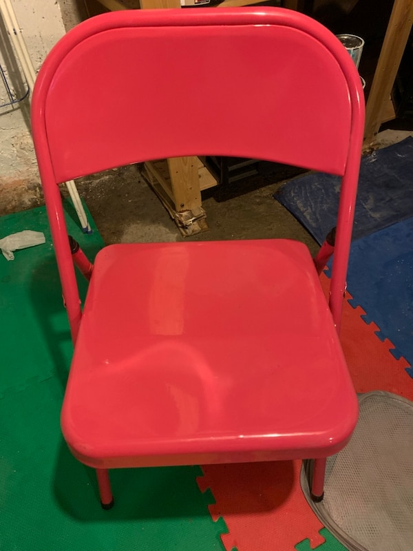 Super cute hot pink folding chair b6edb234-8e4d-42a6-a30a-c6dd16f8bd80