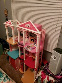 pink and white doll house Brandywine, 20613