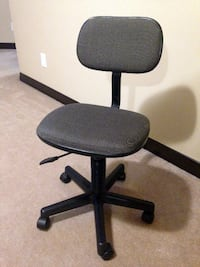 Adjustable Office / Student Chair in excellent condition  CALGARY
