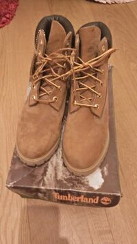 pair of brown suede work boots Greater London, BR3 6PU