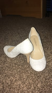 White formal shoes Yelm, 98597