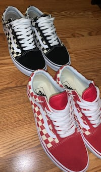 2 pairs of checkered vans Windsor Mill, 21244