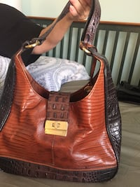 Brahmin leather purse in almost new condition Chesterfield, 63141