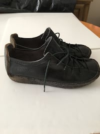 Black leather shoes with rubber soles women's size 10 Toronto, M2M 2A9