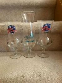 clear glass footed drinking glasses