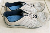 Ladies Clark's Shoes - Like New size 7.5 551 km