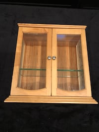Nice 2 door display cabinet 1 shelf like new  3816 km