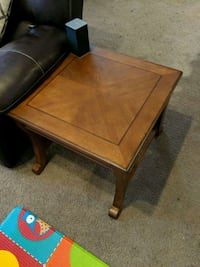 Set of 2x brown wood accent tables.