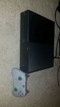 Xbox one with one controller  548 km