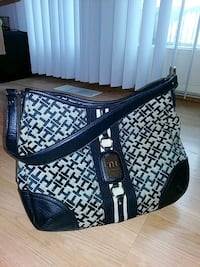 TOMMY HILFIGER PURSE (LIKE NEW!) Charles Town, 25414