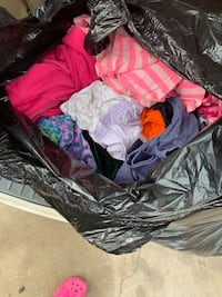 2 bags of clothes 10 each Laredo, 78045