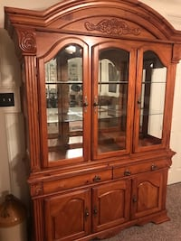 Beautiful solid wood china cabinet. No scratches or damage Magnolia, 77354