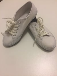 White shoes size 7 Vaughan, L4H 1N7