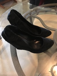 pair of black leather heeled shoes Laval, H7W
