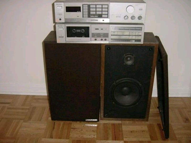 Sony FM-AM Radio & Cassette Deck - Stereo Speakers 9d3cbc9d-ad5a-4215-b729-a08acab04e52