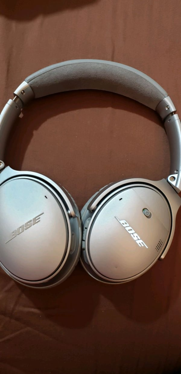 Bose wireless headphone set qc35ii  in great condition.. 7497457a-0446-4537-a1b4-12116a34ab9c