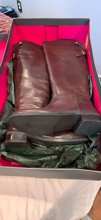 pair of brown leather boots in box Washington, 20019