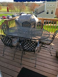 Patio table and chairs Mountville, 17554