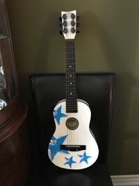Child beginner guitar(needs new strings) but in excellent condition  Richmond Hill, L4E 2S5