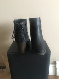 Pair of black leather boots Oshawa, L1G 7C6