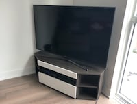 Samsung TV and TV Stand Toronto, M5V 1X2
