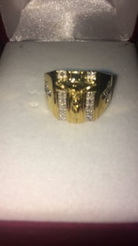 Gold-colored ring with clear gemstones 565 mi