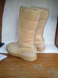 pair of brown suede boots Simi Valley, 93063
