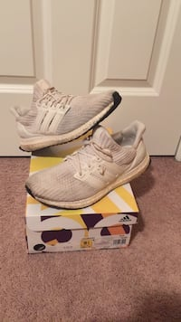 TRIPLE WHITE ULTRA BOOST SIZE 9.5 Russell, 41169