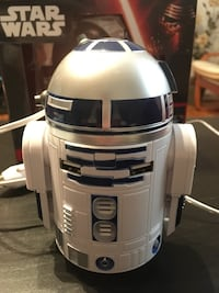 Star Wars R2-D2 dual car charger makes sounds head spins and lights!