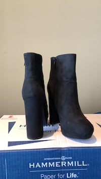 Pair of black suede boots New Windsor, 21776