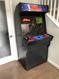 Stand up arcade machine loaded with over 150 built in classic games Castaic, 91384