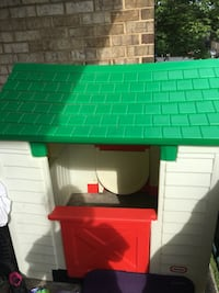 white and green Little Tikes play house Hyattsville, 20781