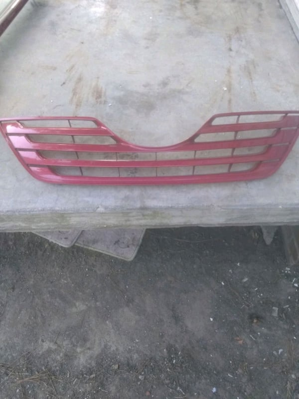 (Phone number hidden by letgo) TA CAMRY FRONT GRILLE 0