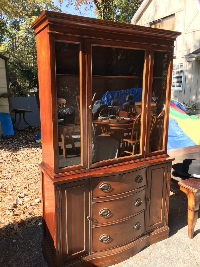 Lovely Classic Vintage China Cabinet