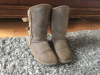 Tan bearpaw boots size us6 Manchester, 03101