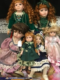 Dolls collectibles lot