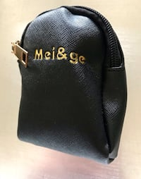BRAND NEW - MEI&GE Leatherette Mini Clip On Coin Purse $10 FIRM Winnipeg, R3B 0P5