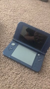 black Nintendo 3DS with game cartridge Allentown, 18103