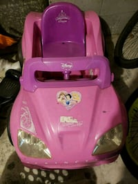 pink and purple Disney Princess ride-on toy car Chesapeake, 23323