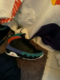 Retro jordans brand new size 9/5 with the nike pullover hoodie as well Omaha, 68107