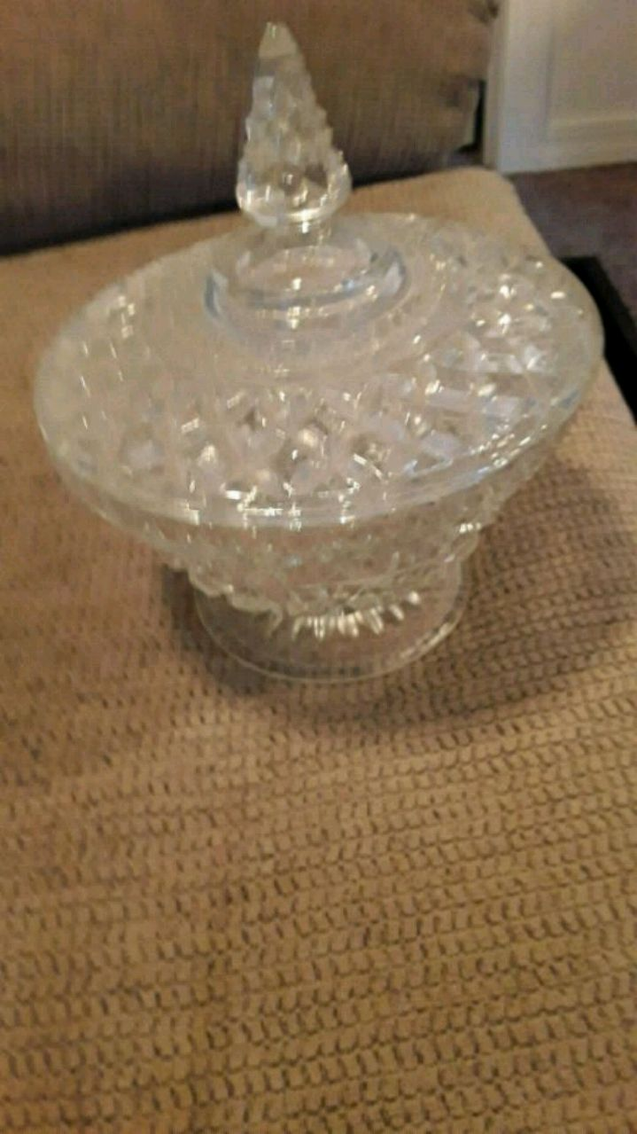 Photo VINTAGE GLASS CANDY DISH