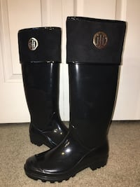 Tommy Hilfiger Rain boots size 8 Shelby Township, 48315