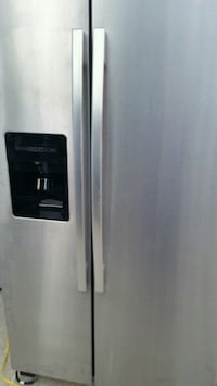 Stainless side x side refrigerator like new 4 mont Lincolnia, 22312