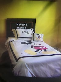 white, black, and red Mickey Mouse-themed comforter sheet set Wainfleet, L0S
