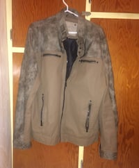 I have a men's jacket, it dosen't fit me so Im selling it, the size is Large. Shediac, E4P 2R7